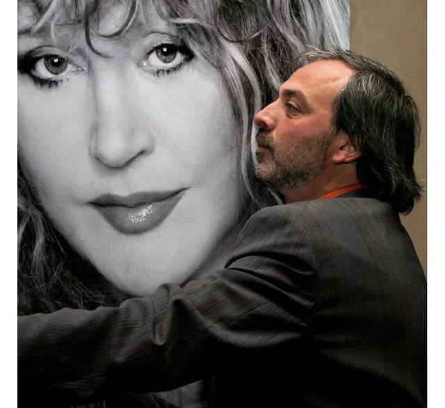Борис Краснов з портретом Алли Пугачової.