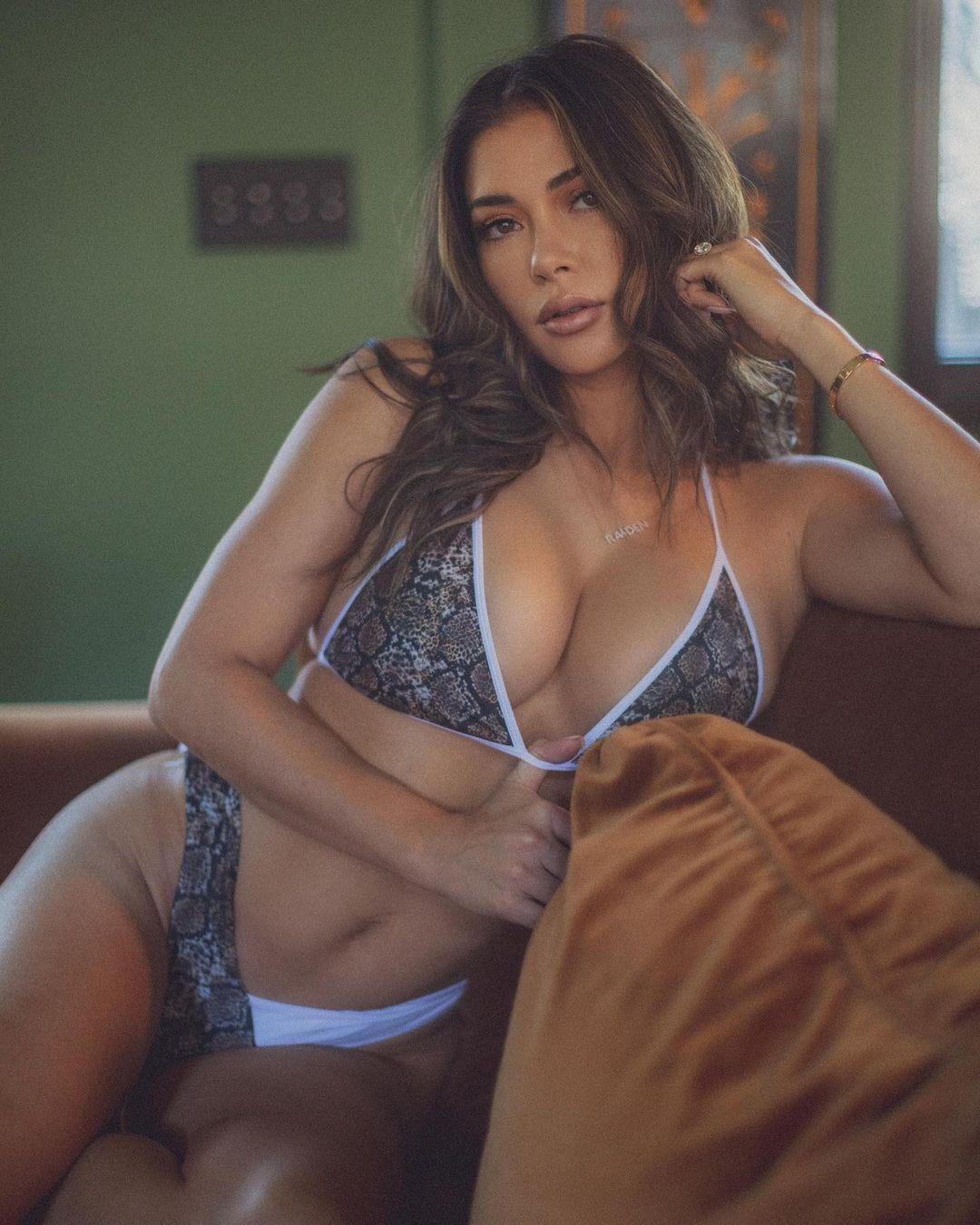 Арианни Селесте в сексуальном образе