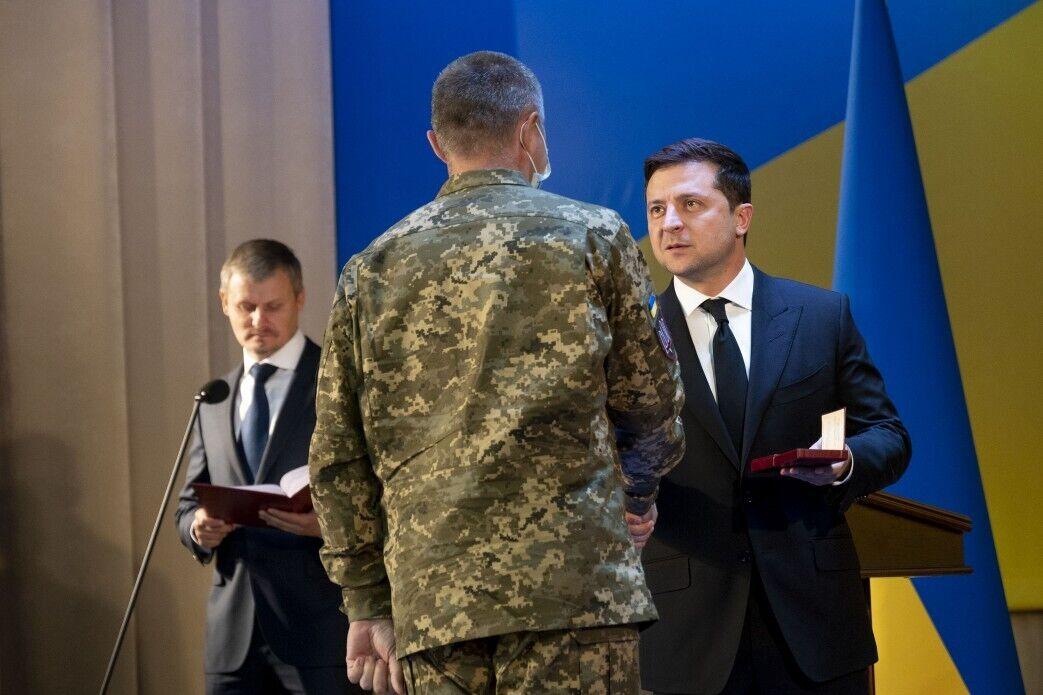 Глава страны вручил государственные награды