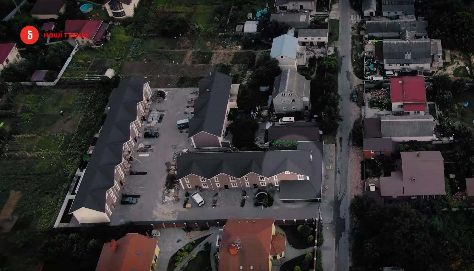 Недавно приобретенный дом матери Клочко расположен в Viva Village Town