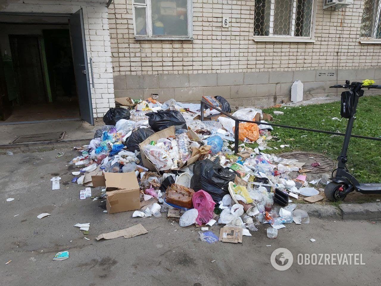 Вулиці Умані в смітті