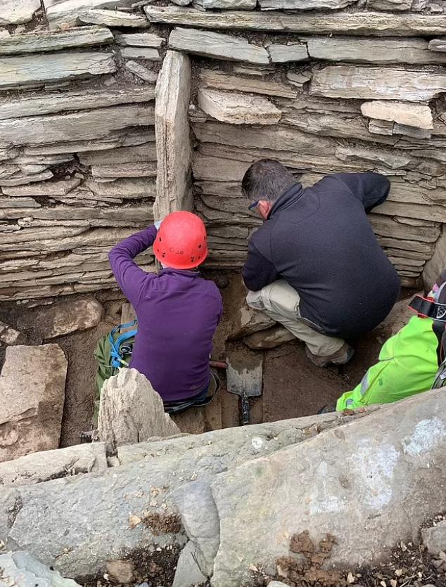 Археологи вели раскопки
