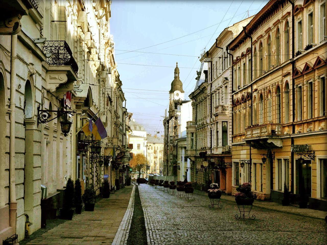 Старовинні вулички у місті Чернівці