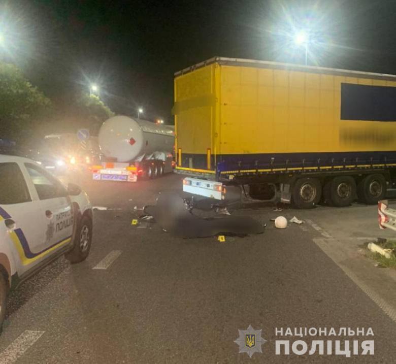 Від отриманих травм мотоцикліст помер на місці аварії.