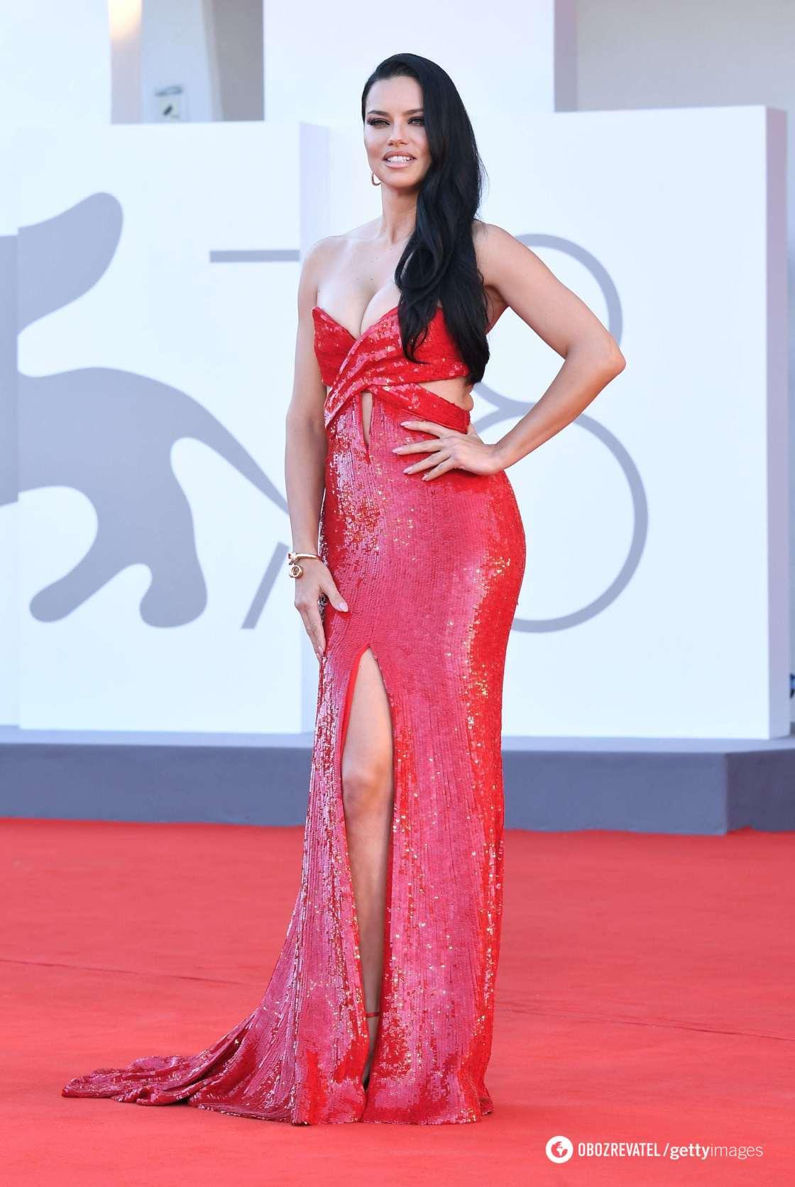 Адриана Лима в платье от Etro