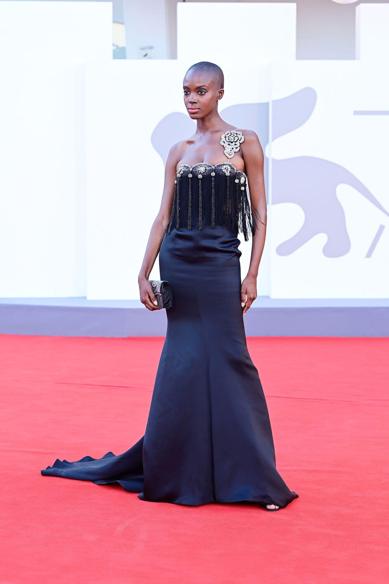 Мэдисин Райан в винтажном платье Armani Privé