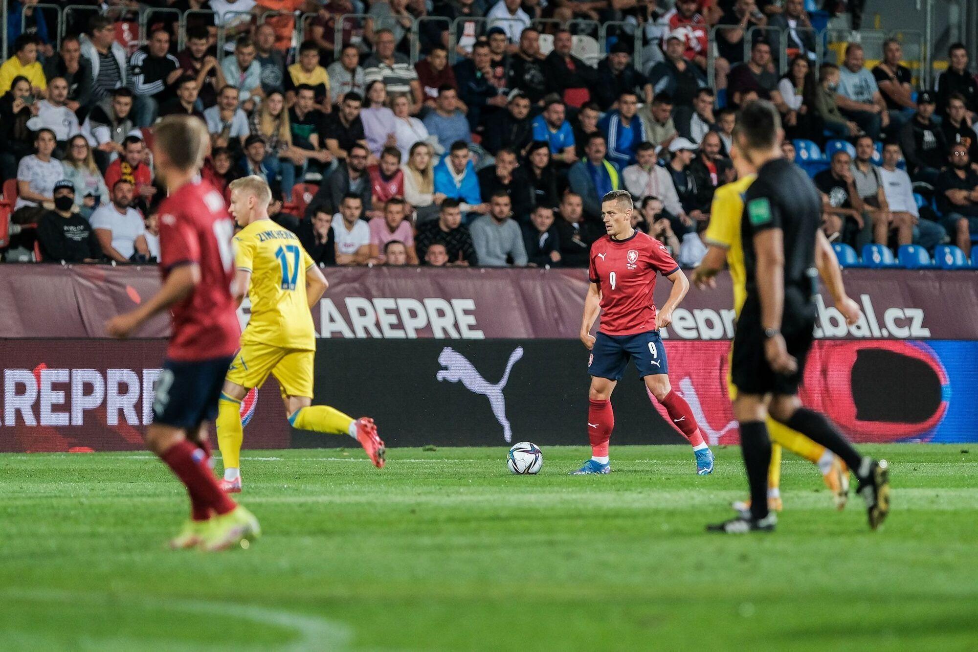 Зінченко отримав жовту картку на другій хвилині