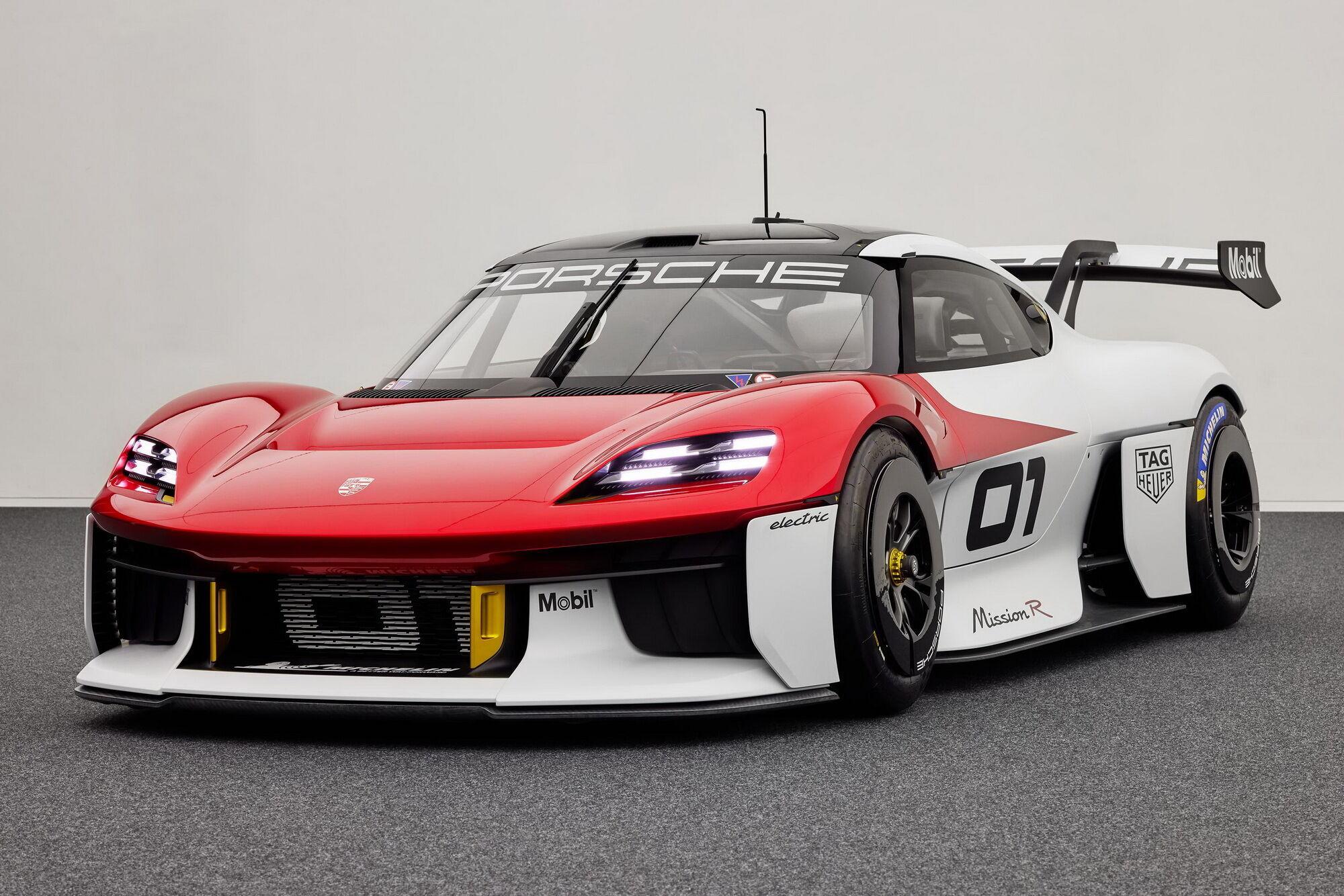 Автомобиль получил два совершенно новых электромотора, суммарная мощность которых достигает 800 кВт