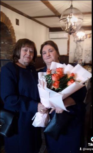 Анна (справа) была социальным работником в Италии