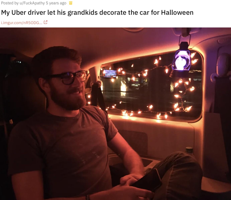 Водій прикрасив автомобіль до Гелловіна