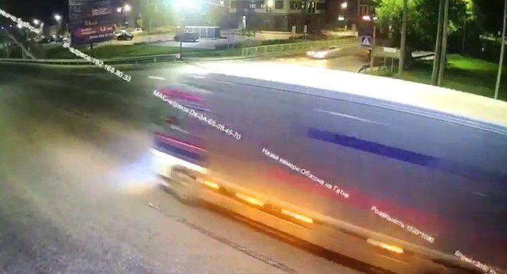 Момент аварии попал на видео.