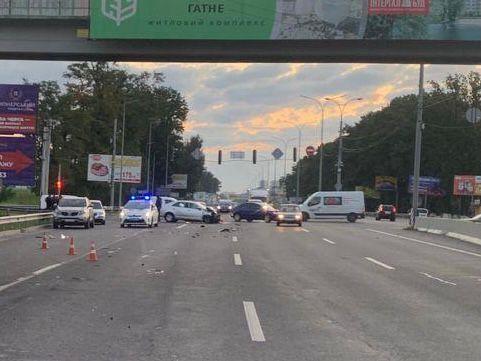 Полиция устанавливает обстоятельства аварии.