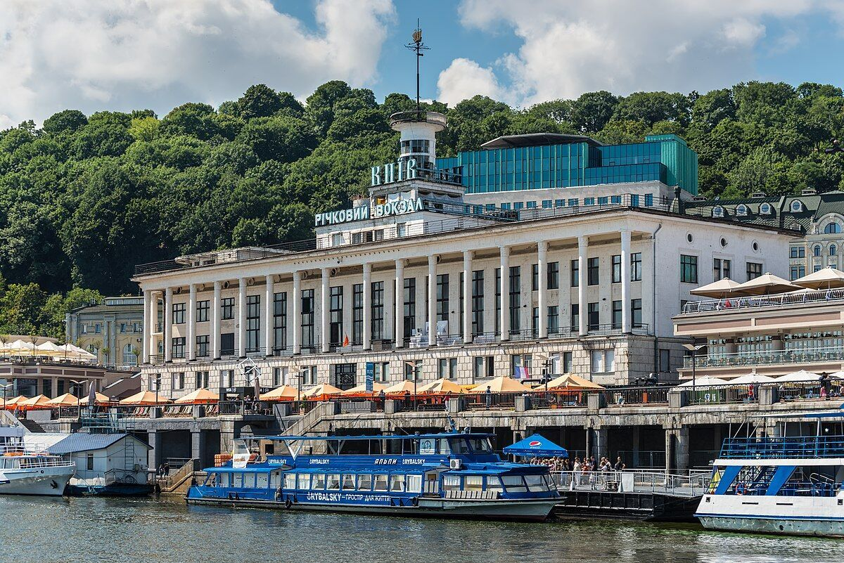 Речной вокзал в Киеве.