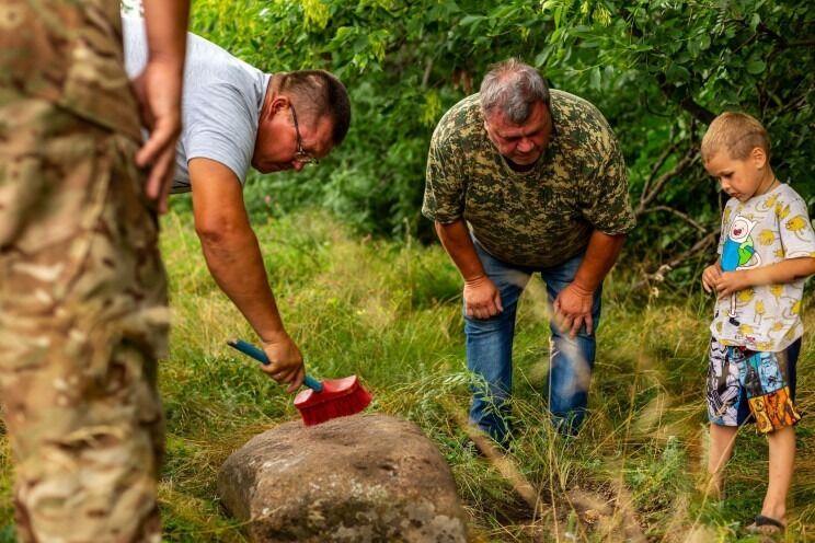 Археологи знайшли кам'яну бабу.