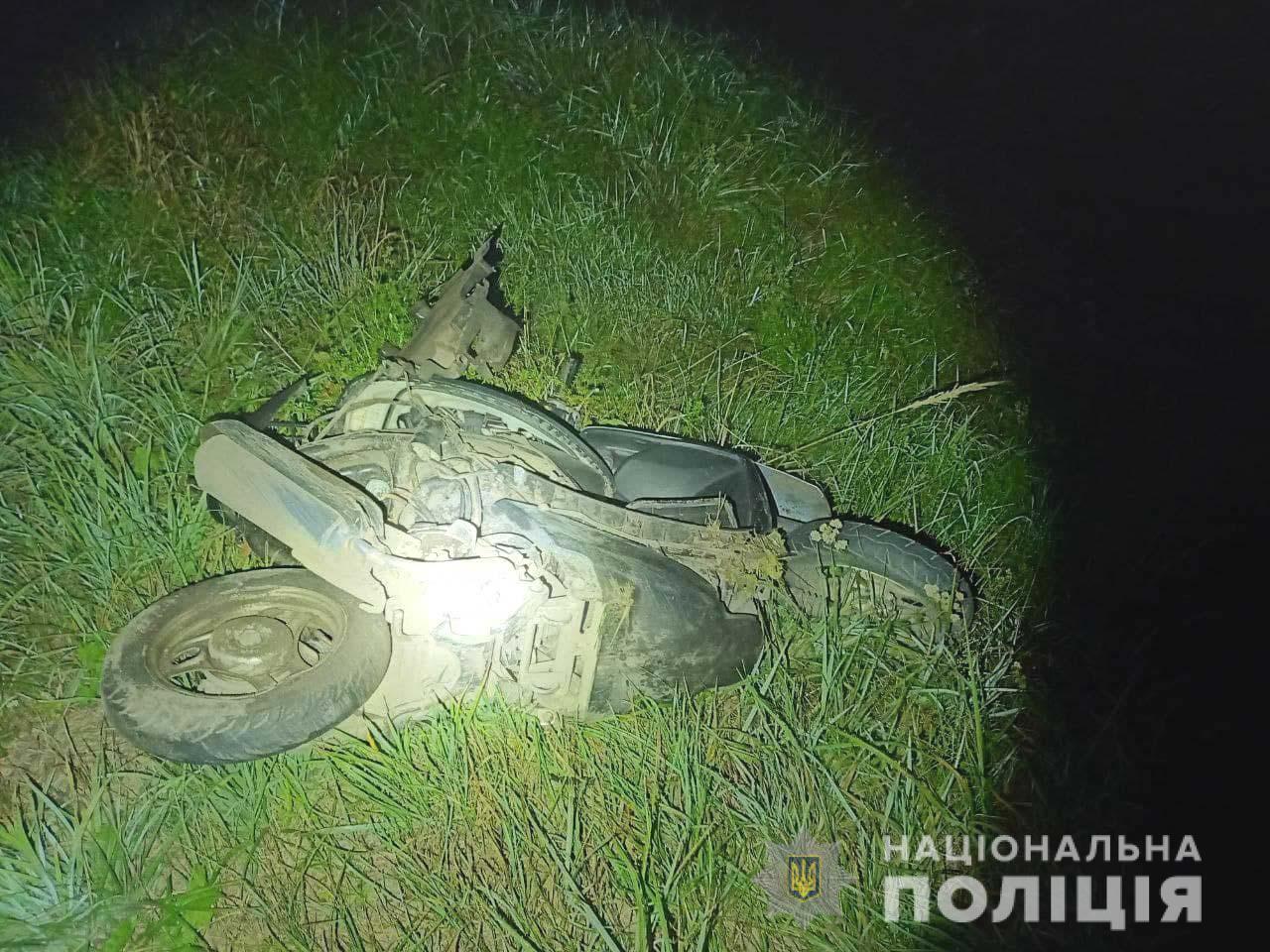 Водійка скутера загинула на місці аварії