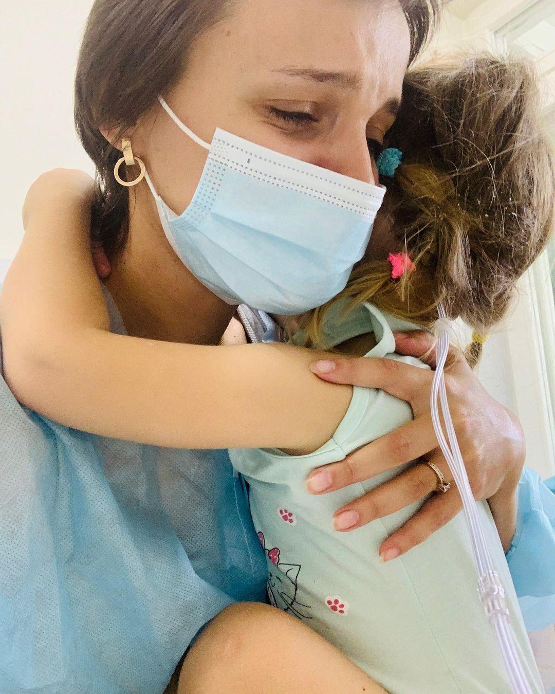 Токарчук разом із донькою в лікарні