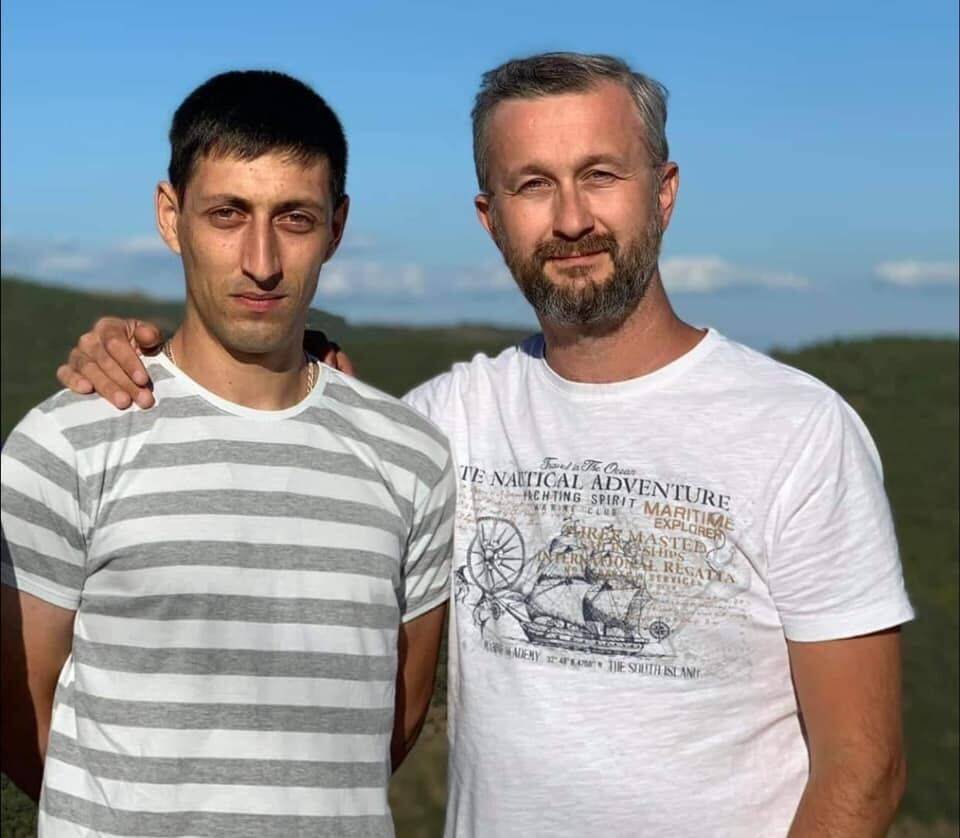 Асана Ахтемова (зліва) затримали в Криму.
