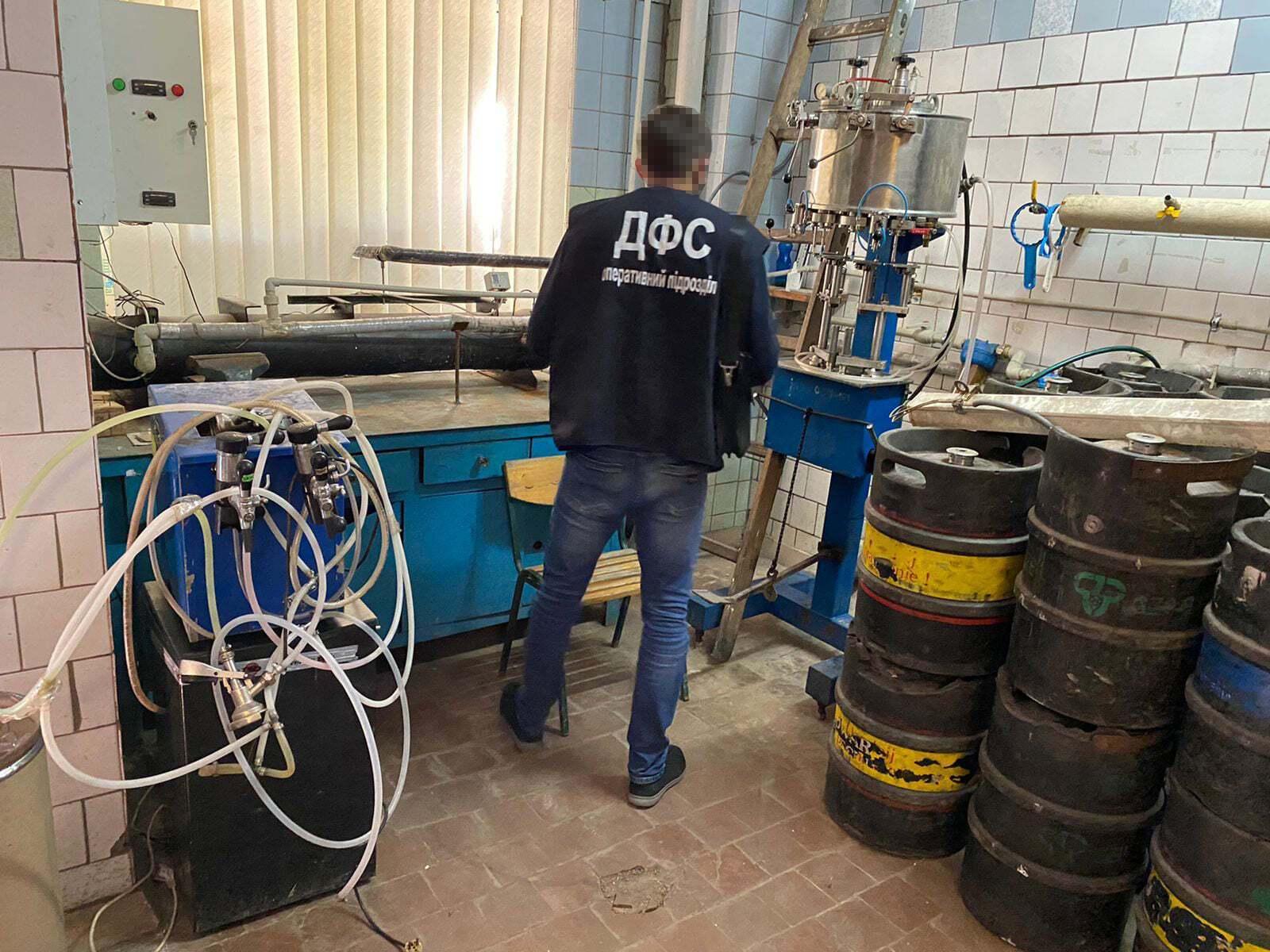 Сидр виготовляли, змішуючи різноманітні концентровані ароматизатори та барвники з водою і спиртом