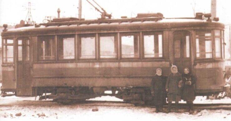Моторный вагон Николаевского завода в Киеве.