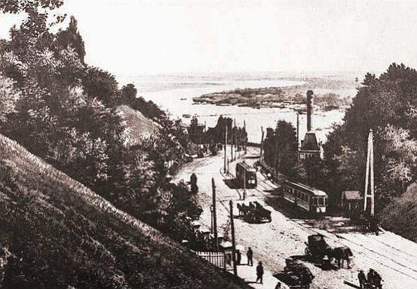 Трамвай на Владимирском спуске был первым электротранспортом.