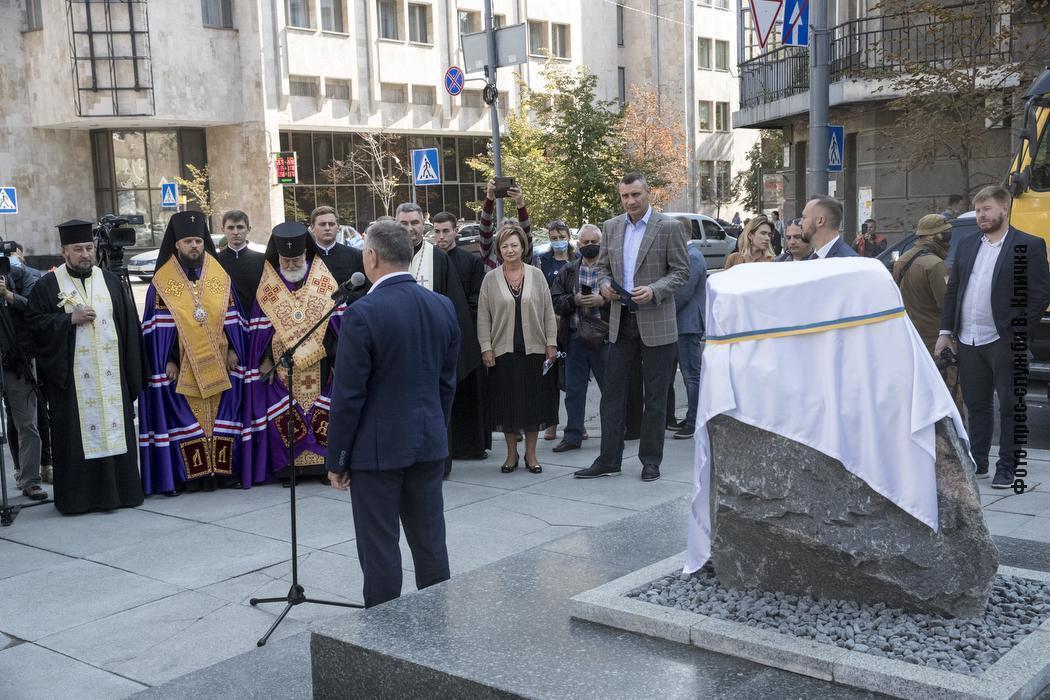 Церемония закладки камня