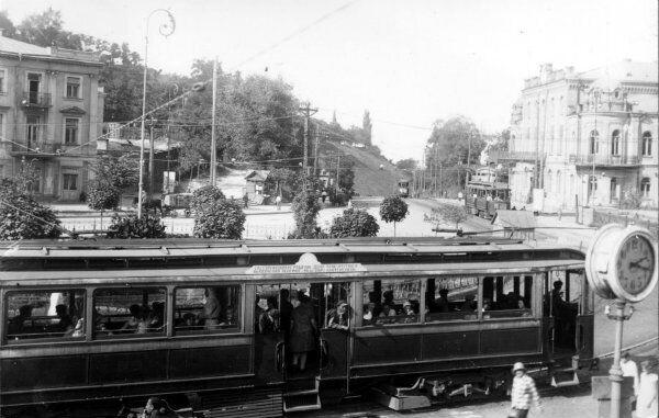 """""""Пульмановский"""" трамвай на нынешней Европейской площади. Фото 1929 года."""