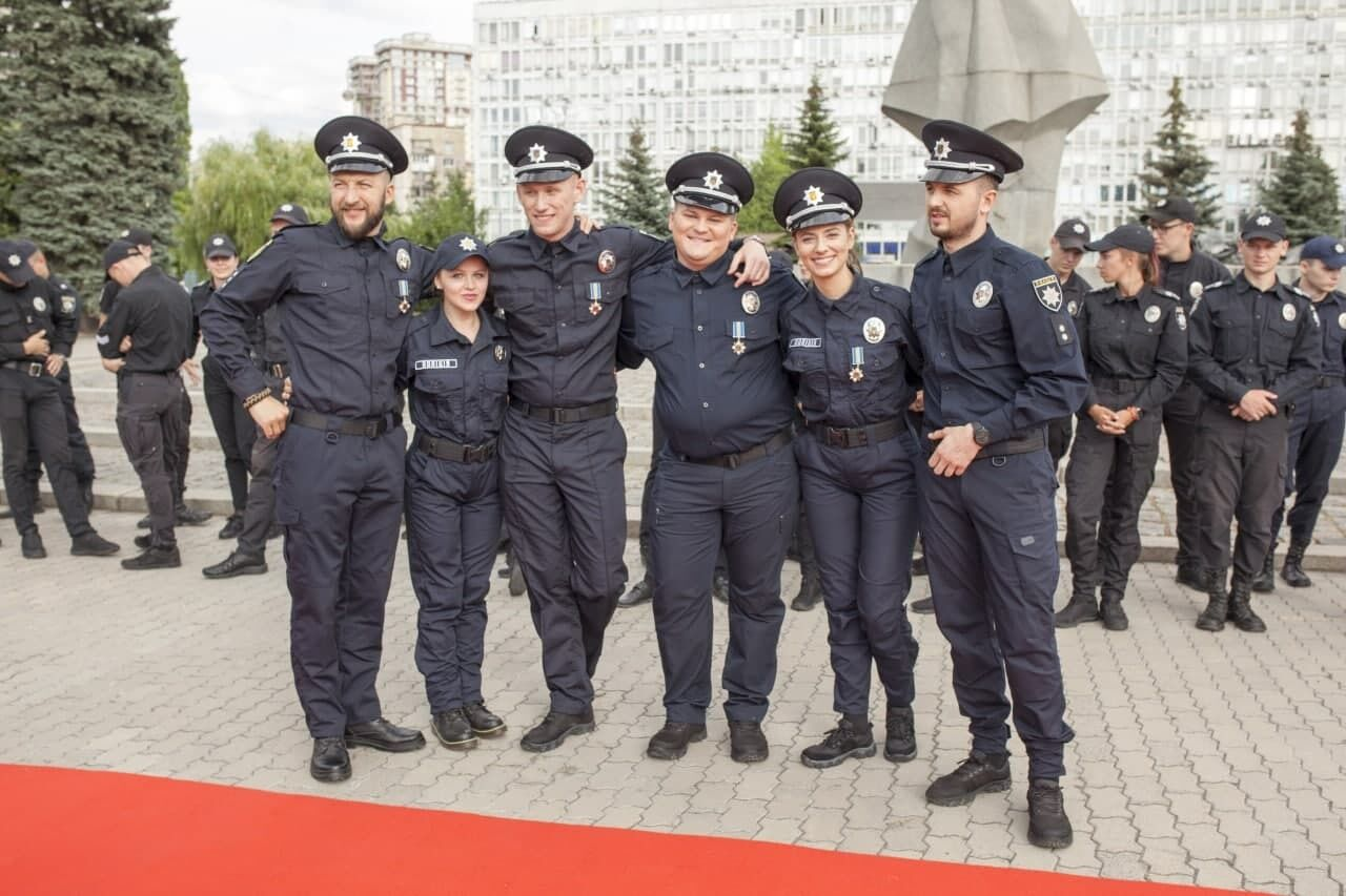 Главные роли исполнили Евгений Янович, Олег Маслюк, певица Алина Паш и актриса Дарья Петрожицкая.