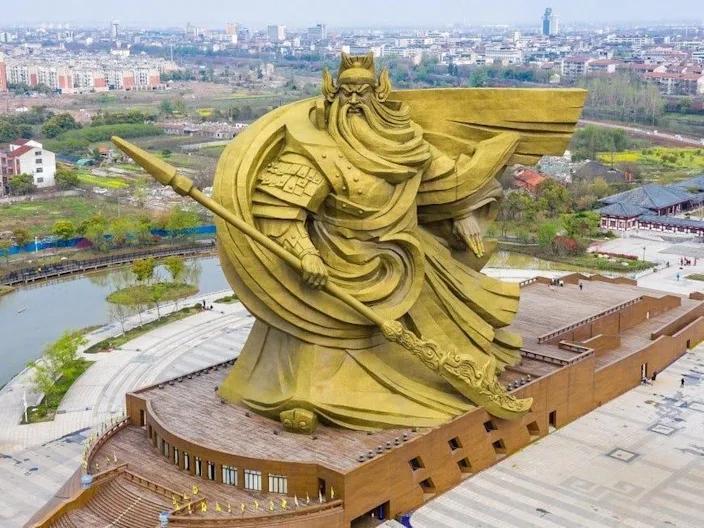 """Cтатуя """"зіпсувала історичний вигляд і культуру Цзінчжоу"""""""