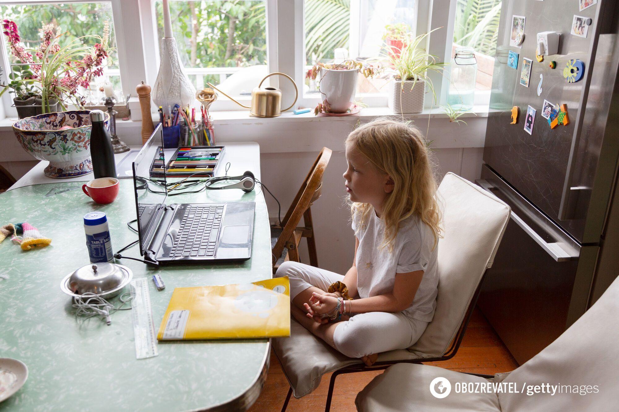 Из-за педагогов, которые не хотят делать прививку от COVID-19, детям снова придется учиться дома
