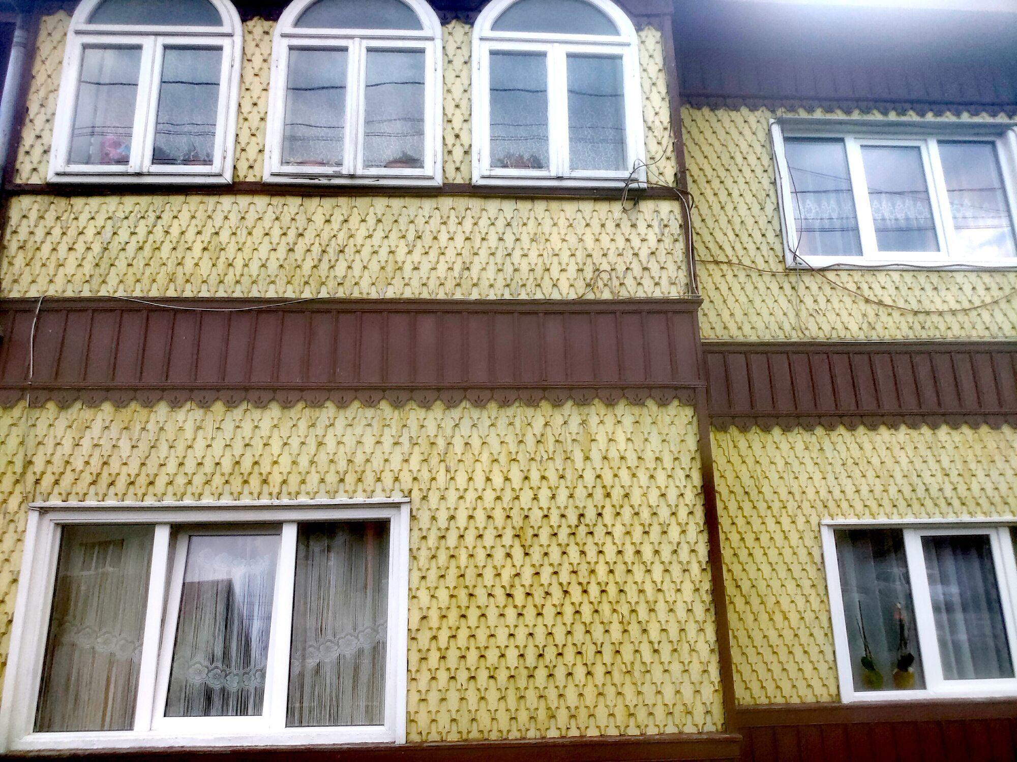 """Румунська родзинка – дерев'яна """"риб'яча луска"""" на стінах."""