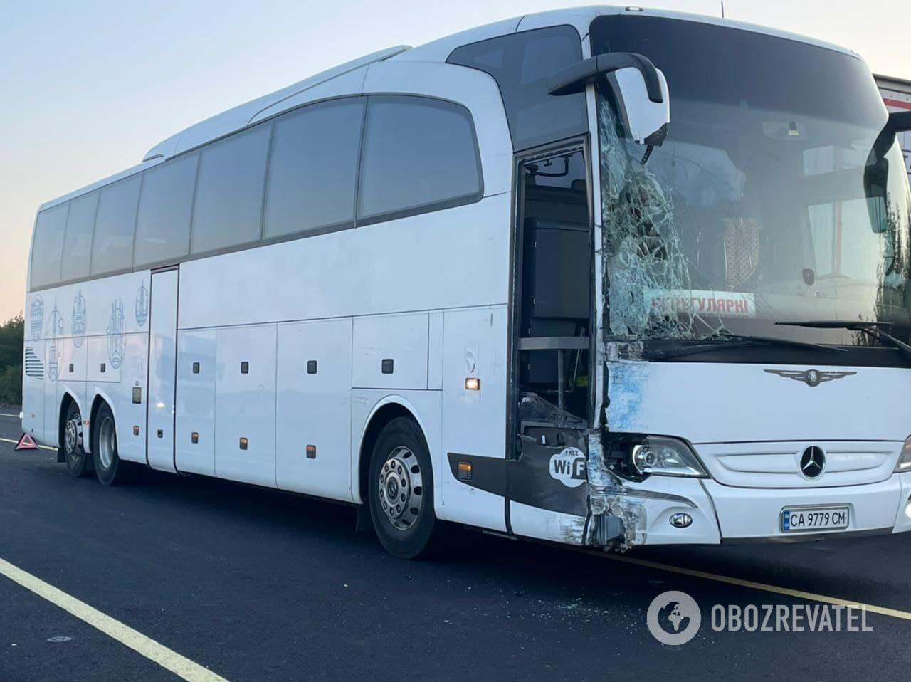 Mercedes Sprinter зіткнувся з іншим автобусом