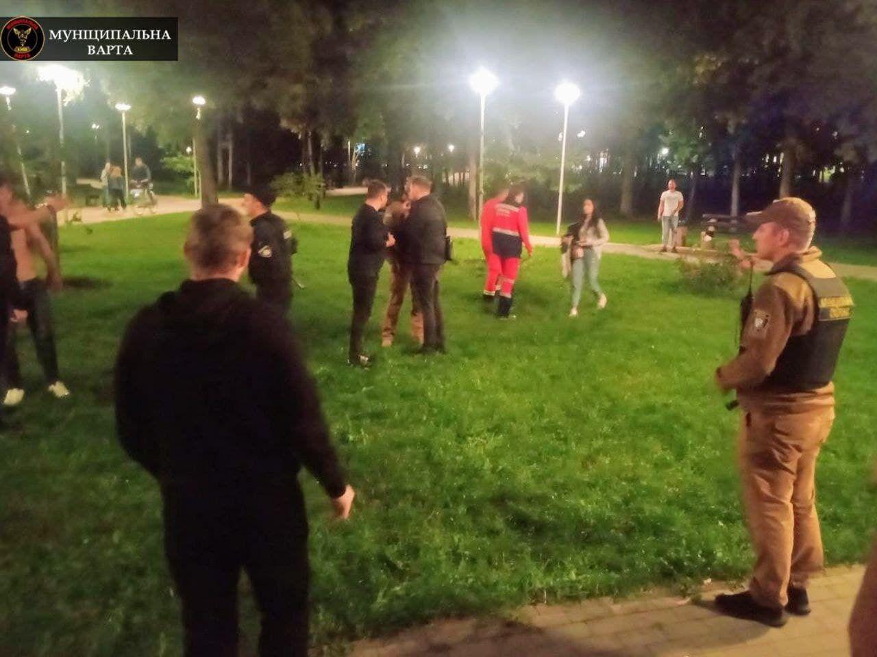 Двух участников драки задержали и передали полиции.