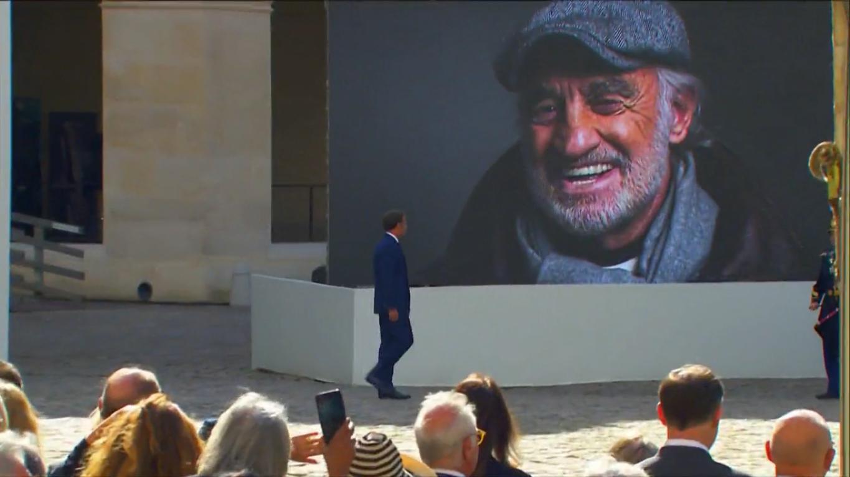Величезний портрет актора на церемонії