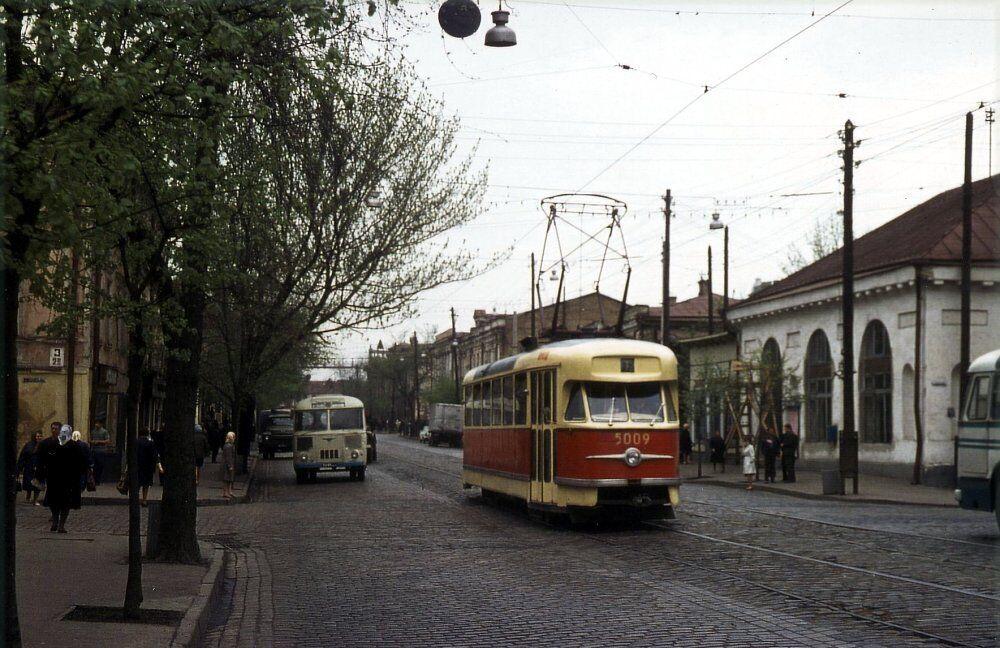 Tatra T2 на улице Сагайдачного.