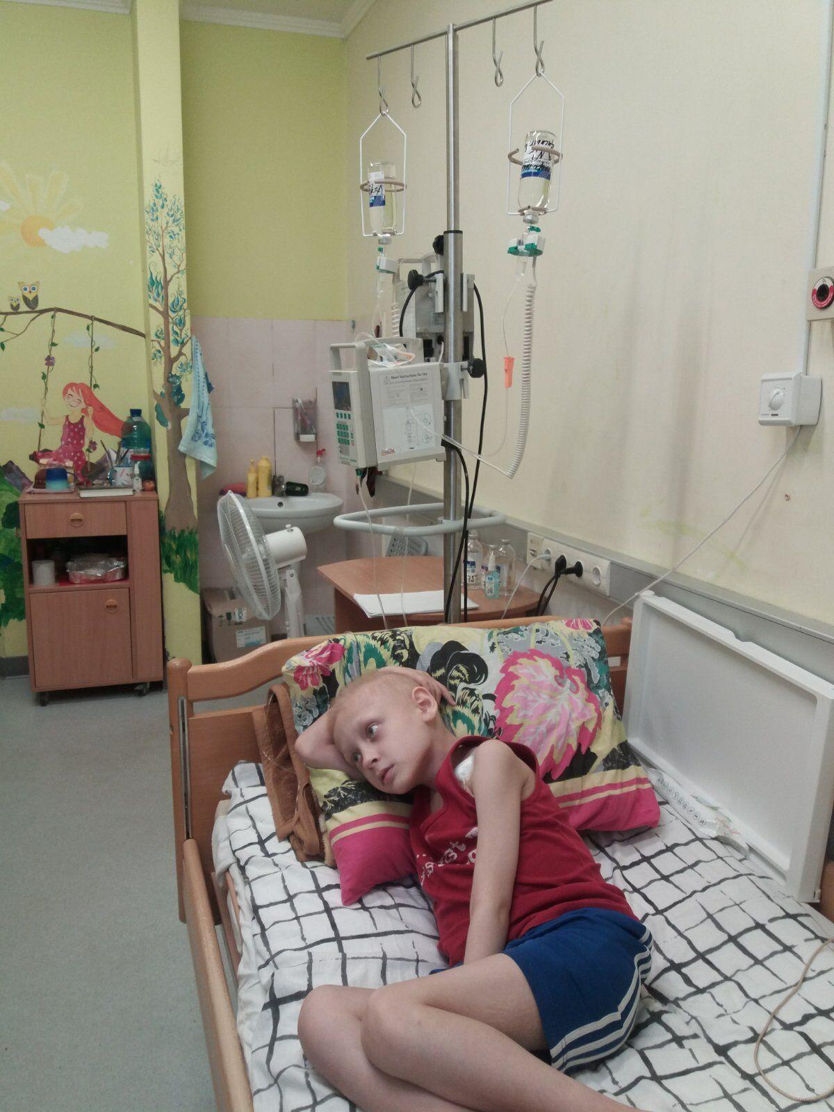 Єгорові готові допомогти за кордоном, але лікування коштує великих грошей
