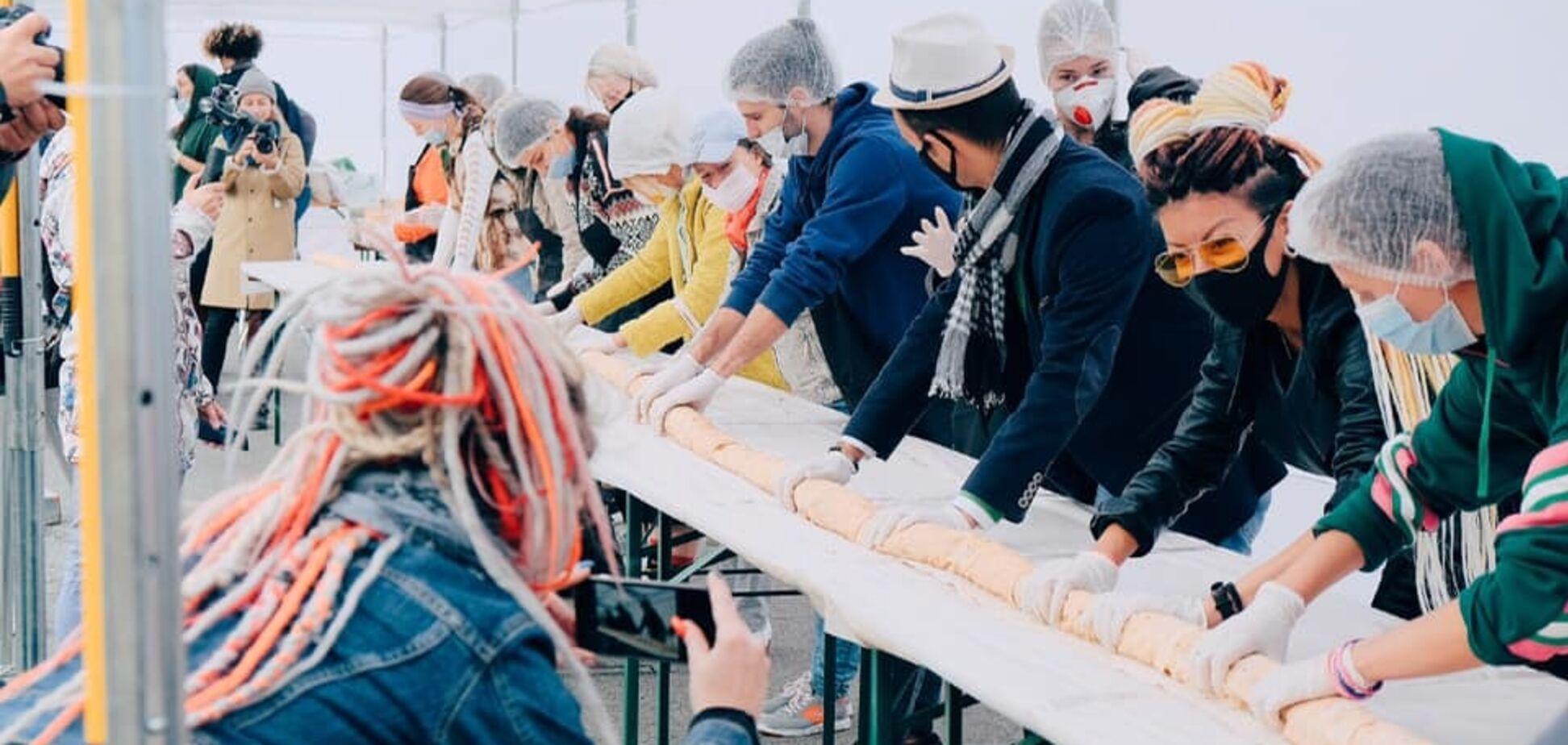 В Киеве приготовили рекордно большую веганскую шаурму к Всемирному дню вегетарианства