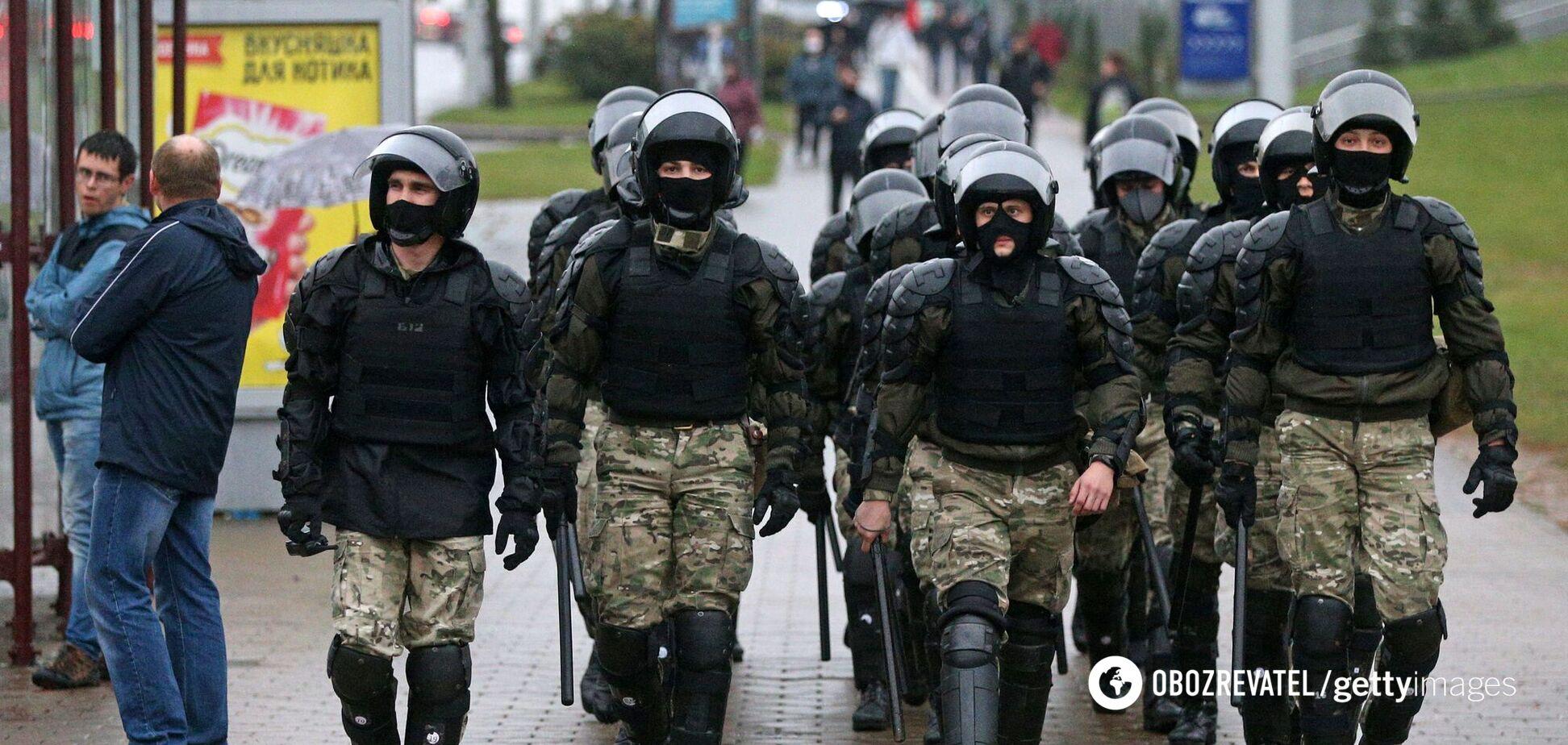Милиция Беларуси пригрозила стрельбой боевым оружием по митингующим