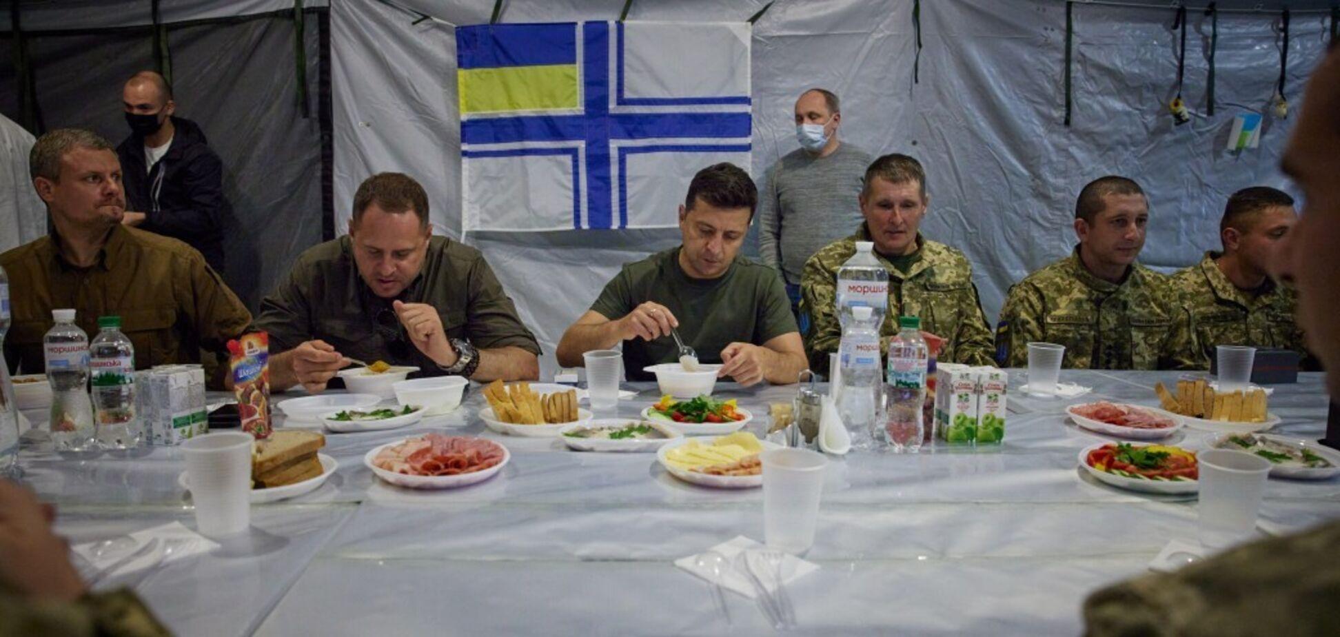 Зеленский и Ермак пообедали с военными
