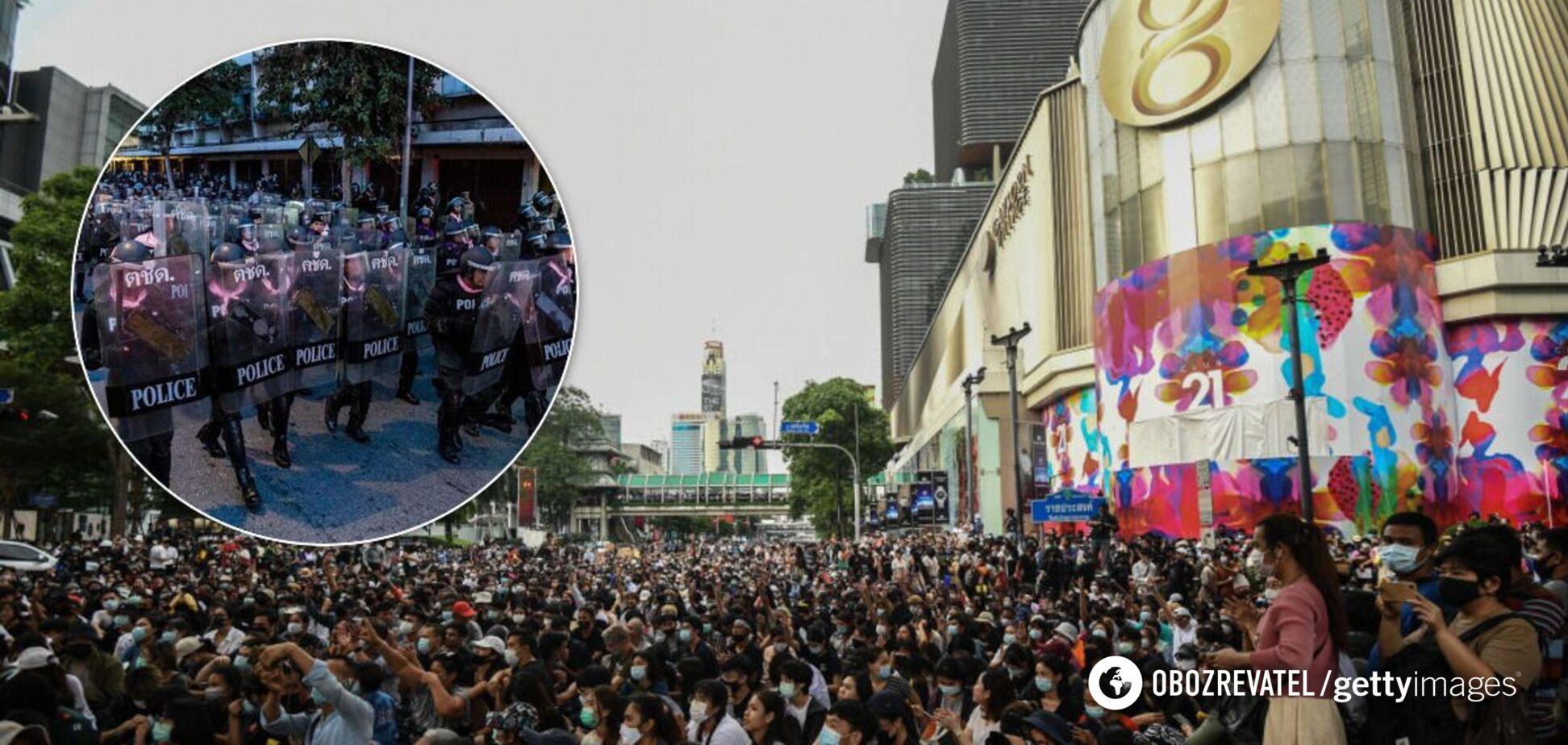 Таиланд охватили самые масштабные протесты за последние десятилетия.