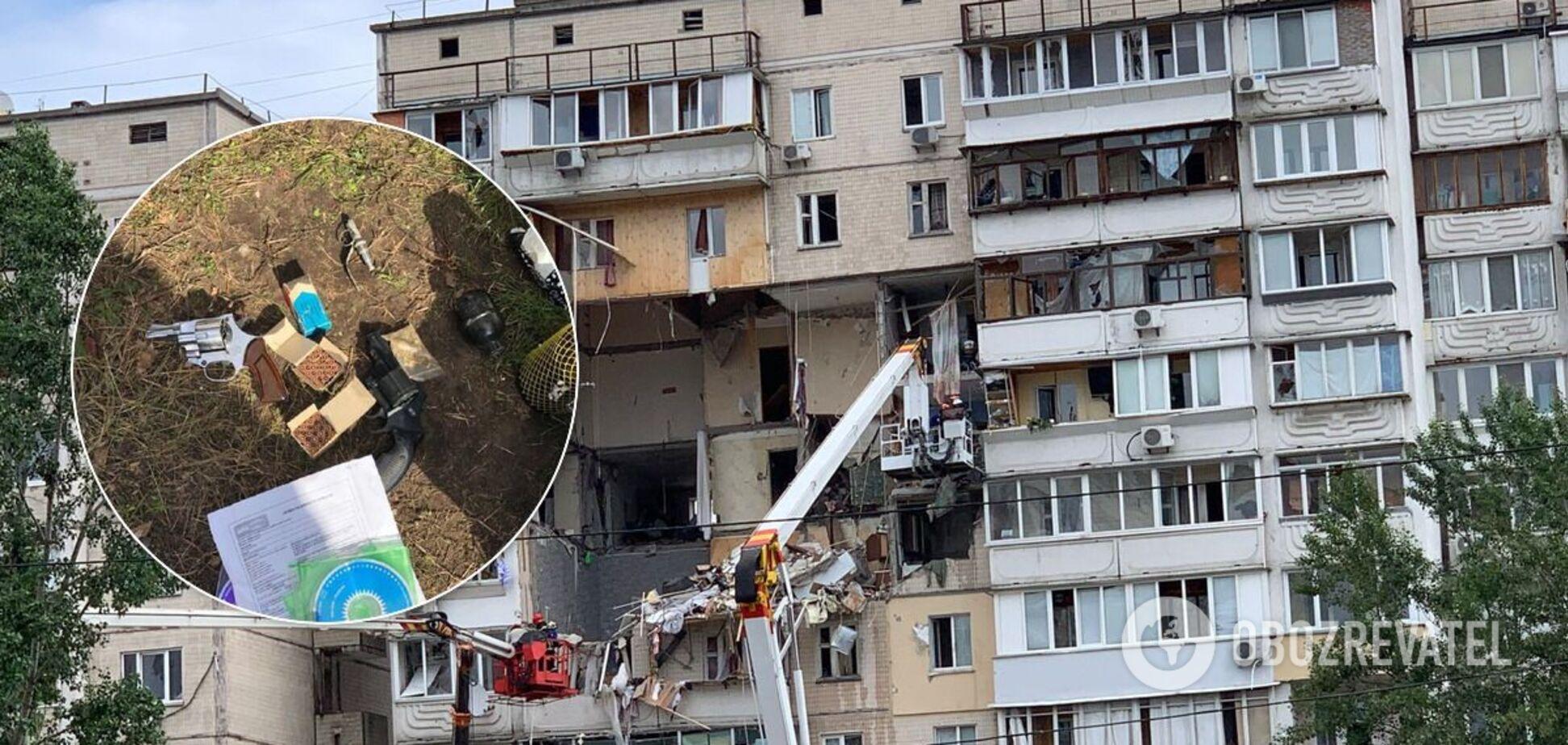 Взрыв дома на Позняках: в одной из квартир нашли оружие и боеприпасы. Фото