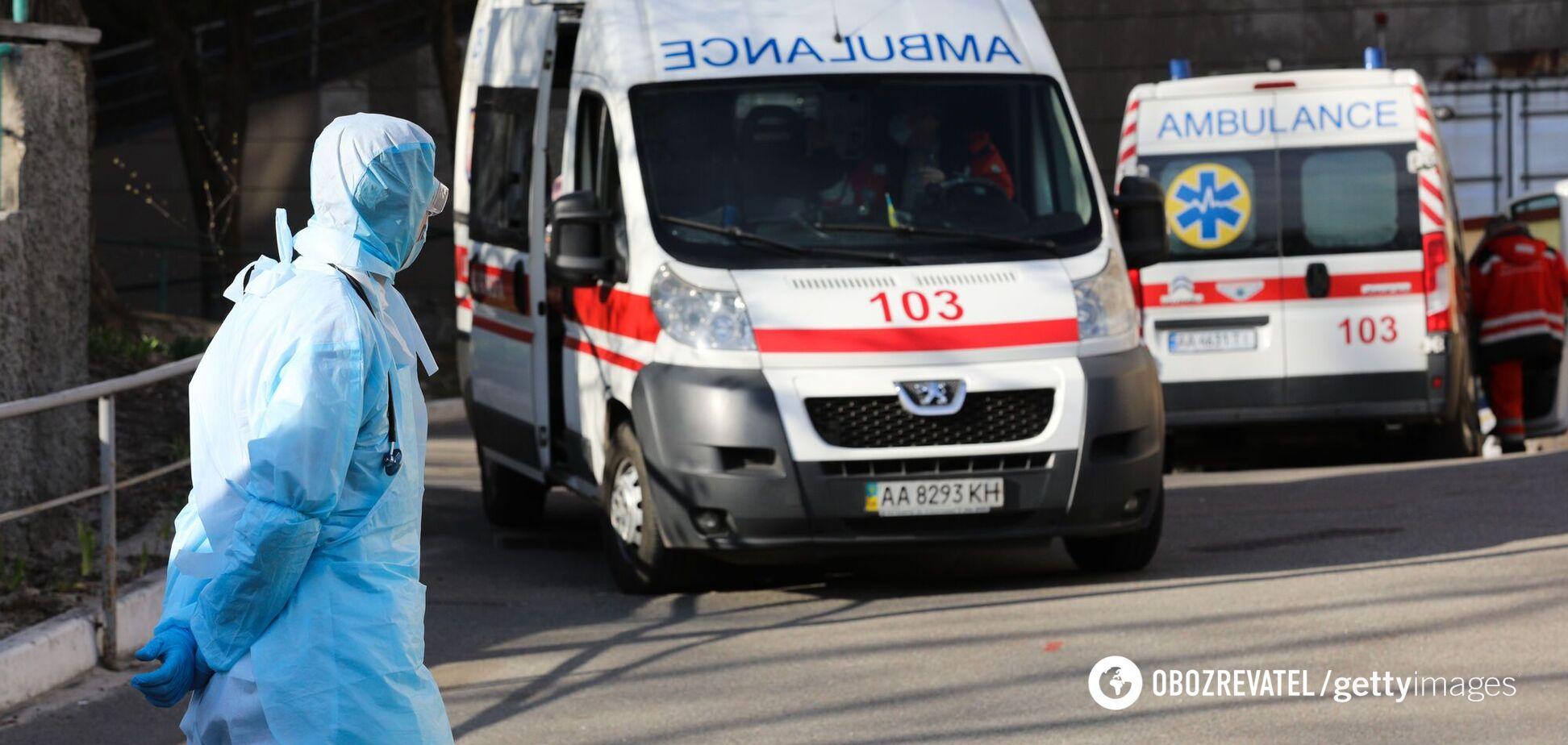 Швидкі біля однієї з київських лікарень (ілюстративне фото)