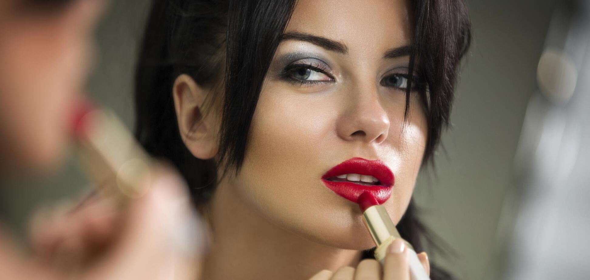 Названы 4 главных ошибки в макияже губ, которые делают образ дешевым