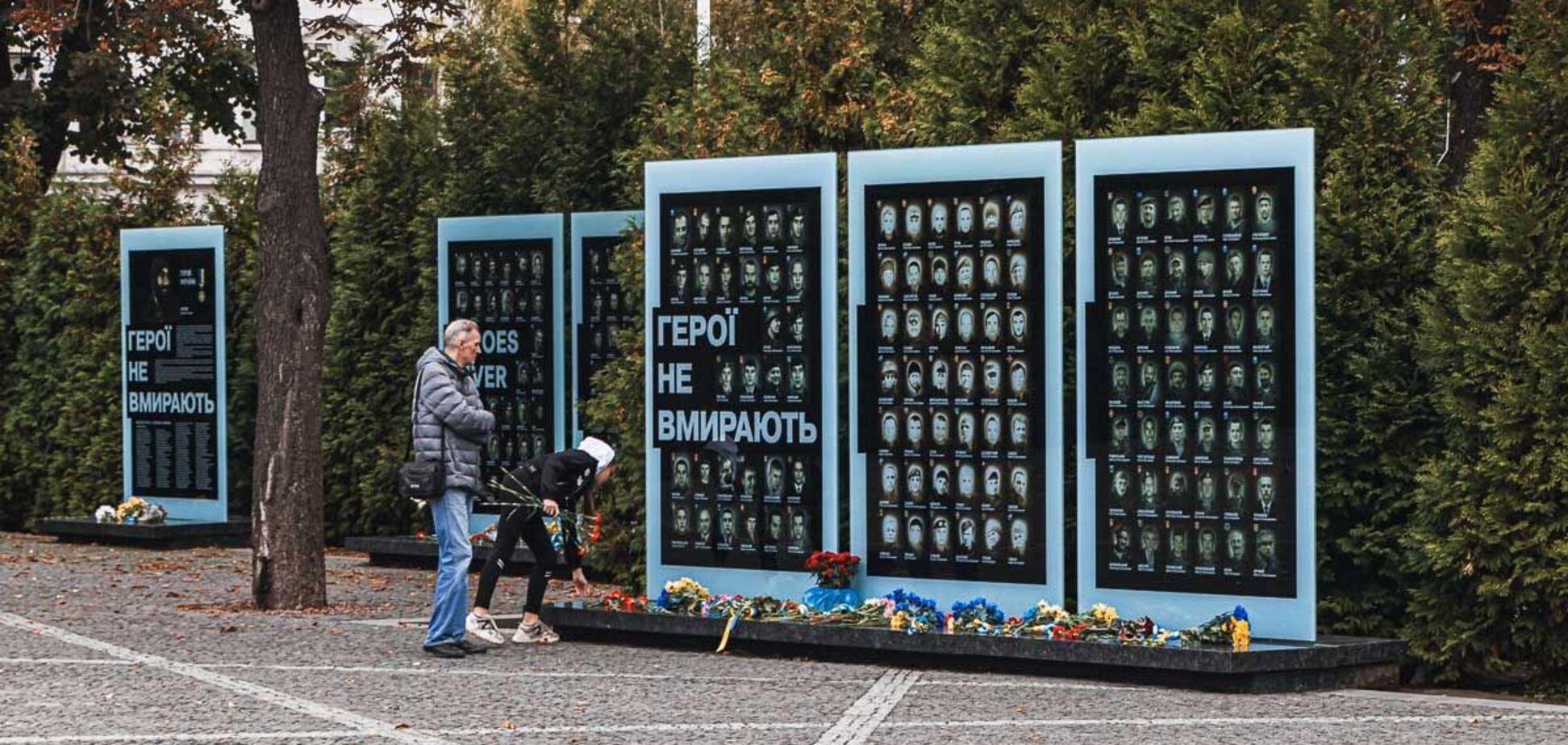 В Днепре на Аллее Памяти погибшим бойцам посвятили еще одну стелу. Фото
