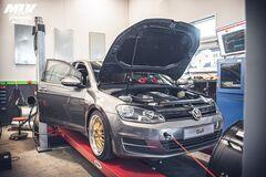 Volkswagen Golf перевели на задній привід та спорядили мотором V8 від BMW