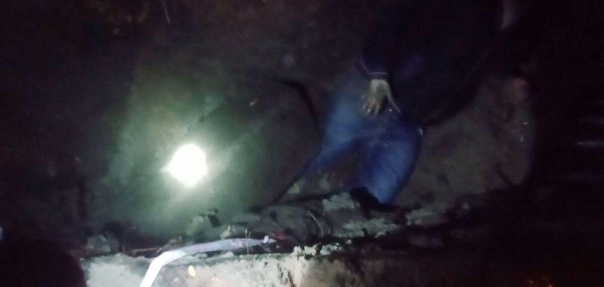 В Днепре женщина упала в яму, ее зажало железобетонной плитой