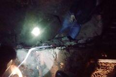 У Дніпрі жінка впала в яму, її затисло залізобетонною плитою