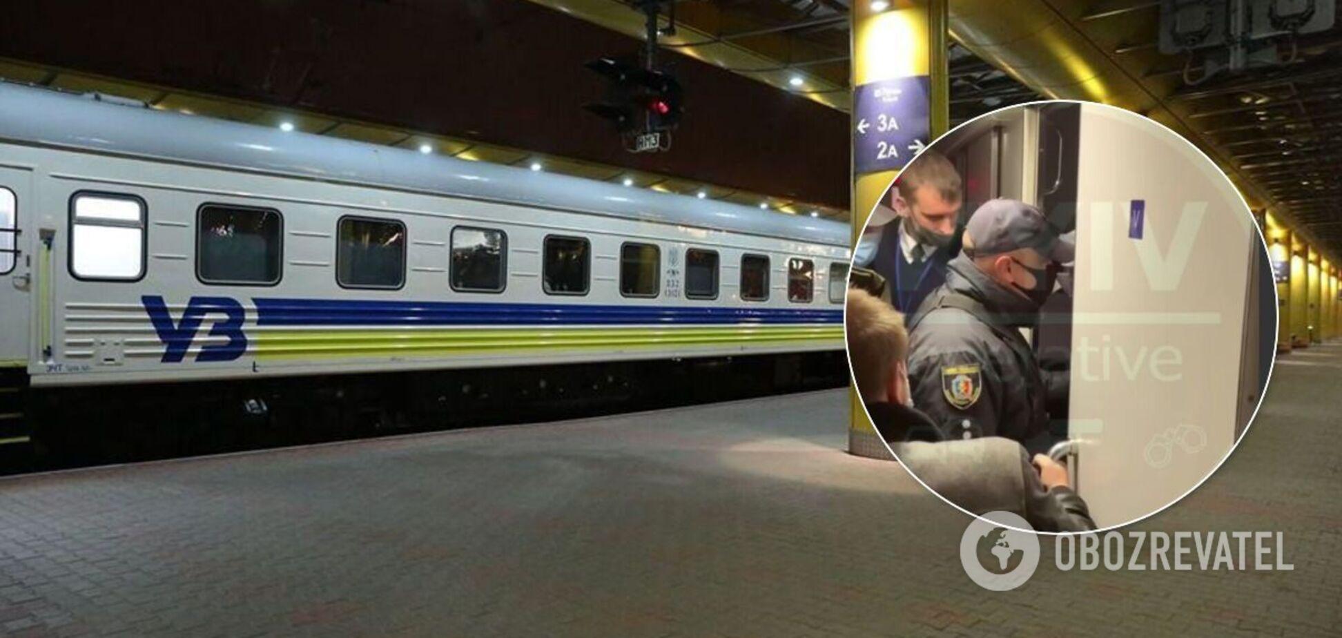 Поїзд Львів-Київ зупинили через двох неадекватних дівчат