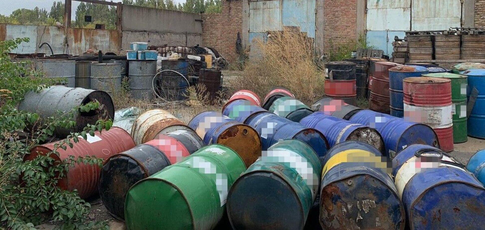 На Днепропетровщине фирма-утилизатор создала свалку токсичных отходов. Фото