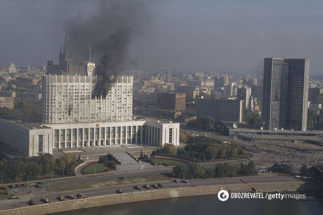 В октябре 1993 года в Москве развернулись бои между сторонниками президента Бориса Ельцина и Верховного Совета