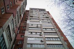 В Москве с 12-го этажа выбросился мужчина